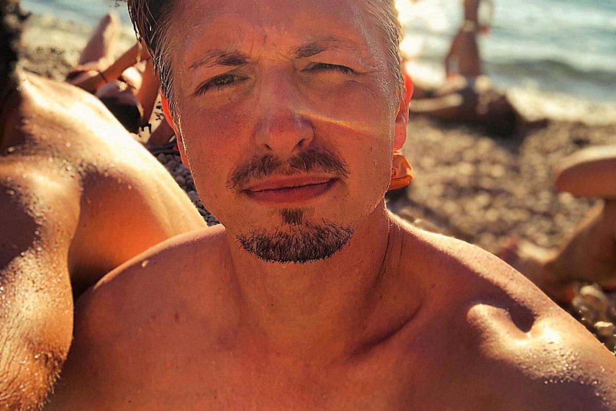 Am Strand sein. Das Leben ist so hart. Habt einen schönen Tag allerseits. . Und wieder a ...