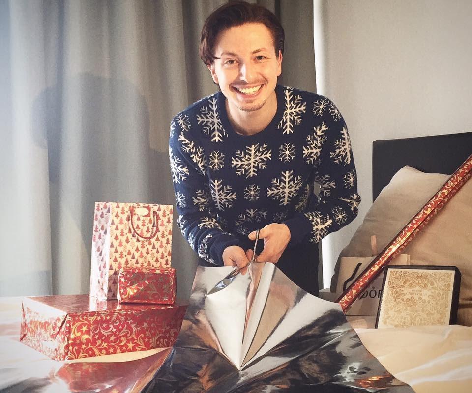 #Christmaspresents einpacken und #daswundervonmanhattan gucken. Feeling #chr ...