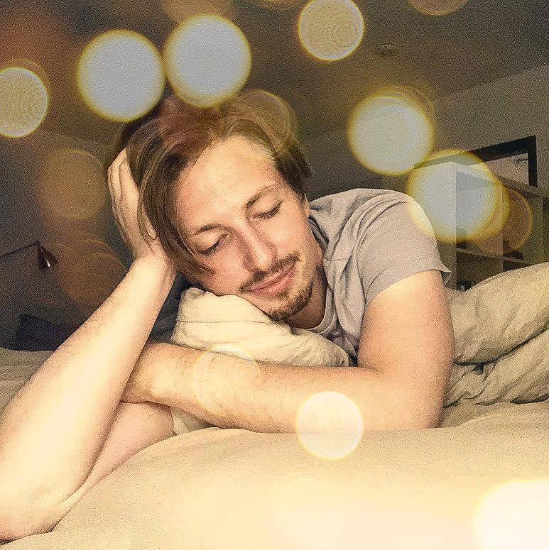 Endlich einen Tag frei für mich! Gut geschlafen. Endlich ein freier Tag für mich! Schlaf ...