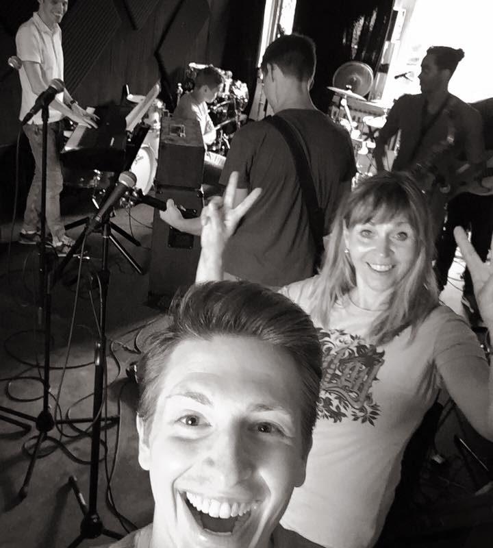 Hammer Probe mit der Eröffnungsband für morgen !!! Leute ... Das Rockt !!!!