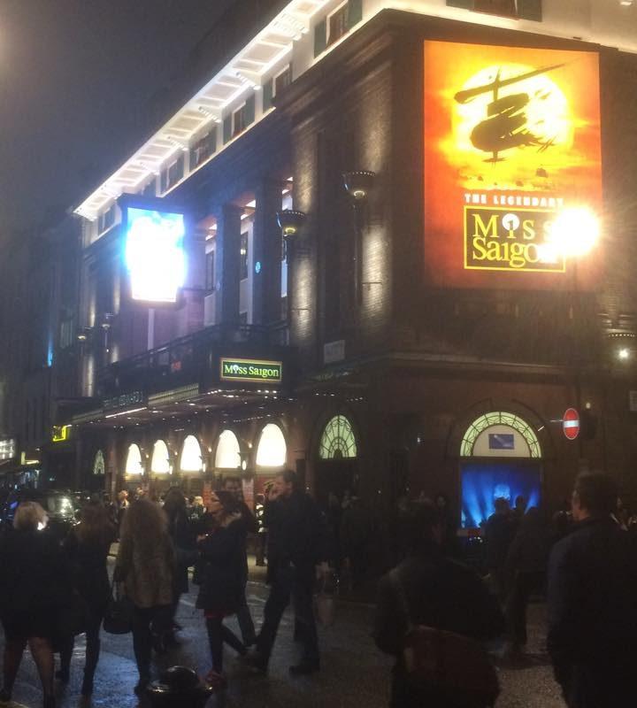 Lieben gruß aus London an euch alle! Ich habe grad Miss Saigon geschaut. Der Ham ...