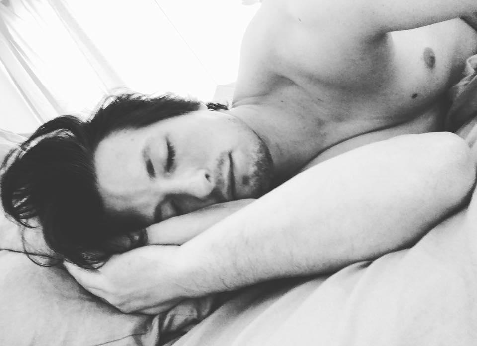 Nein!!! Ich stehe heute nicht auf! #morningselfie #wanttostayinbed #blackandwhite #man ...