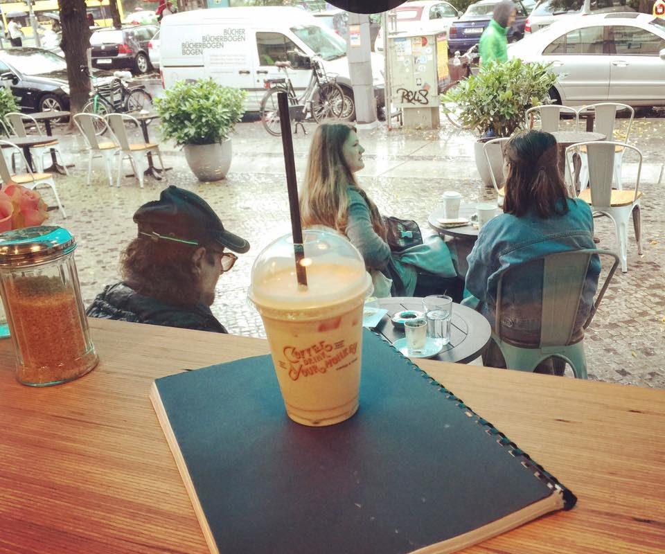 Neues Projekt, neues Drehbuch, Text lernen an einem regnerischen Tag. #script #chaitealatte #rain ...